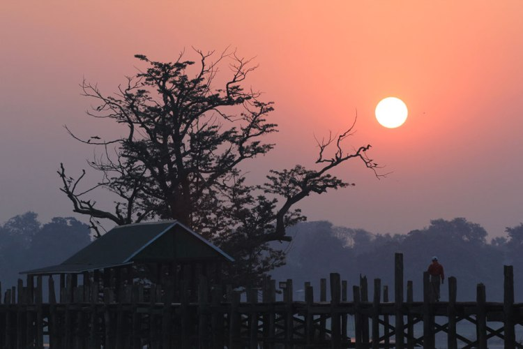 Sunrise on the Ubein bridge